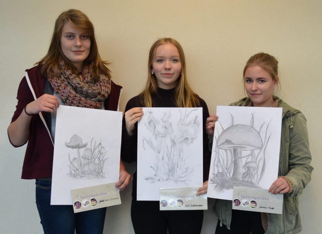 die-siegerinnen-und-ihre-zeichnungen-2016-2